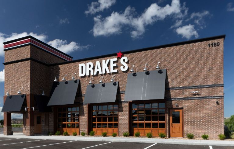 Knoebel Construction completes construction of the first Drake's restaurant and entertainment venue in Illinois and the St. Louis region
