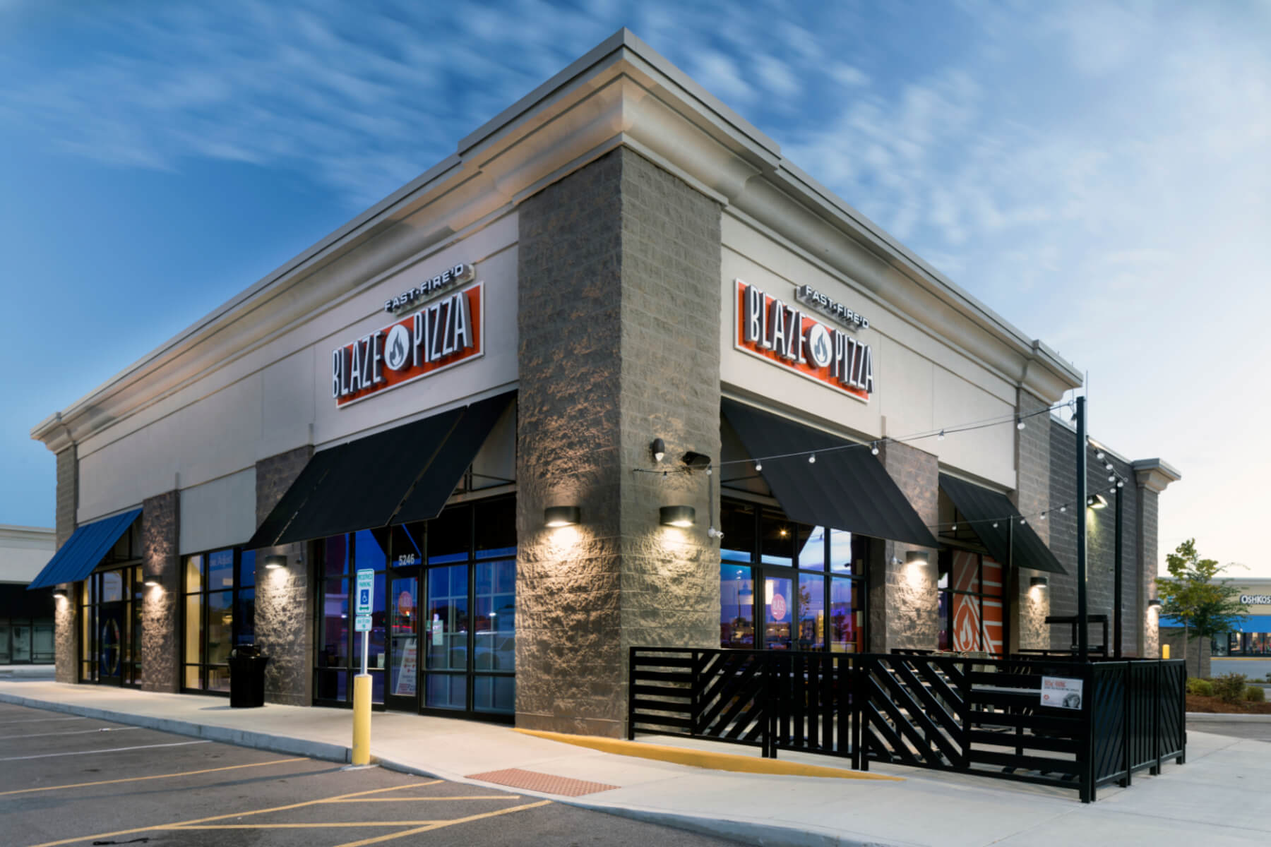 Knoebel Construction completes construction of Blaze Pizza in St. Peters, MO Shopping Center